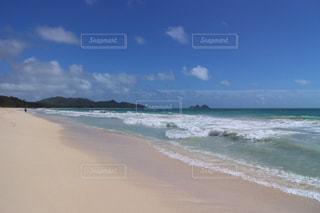 海の横にある砂浜のビーチの写真・画像素材[1517065]