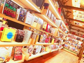 店の棚は本でいっぱいの写真・画像素材[724554]