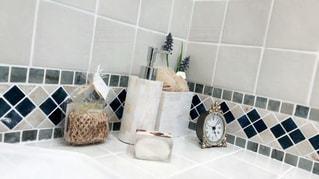 白い浴槽バスタブの隣 - No.729990