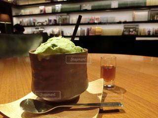 テーブルの上のコーヒー カップ - No.731796