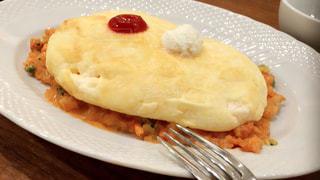 フォークで食べ物の皿の写真・画像素材[732624]
