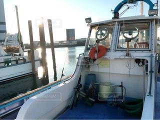 近くにボートのアップの写真・画像素材[732849]