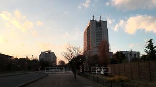 夕暮れ時の都市の景色の写真・画像素材[734078]