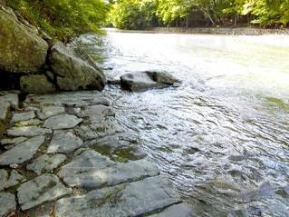 水の体の上の大きな滝 - No.750332
