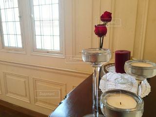 テーブルの上のビールのグラスの写真・画像素材[750432]