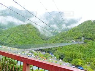 フェンスに架かる橋の写真・画像素材[751055]