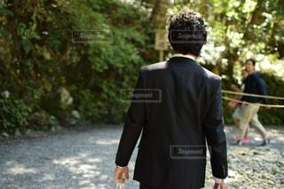 スーツとネクタイを身に着けている男 - No.756437