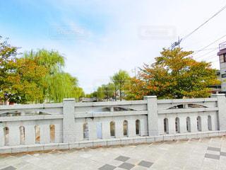 大きな白い建物の写真・画像素材[758882]