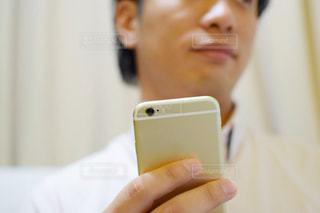 携帯電話を持つ手 - No.770624
