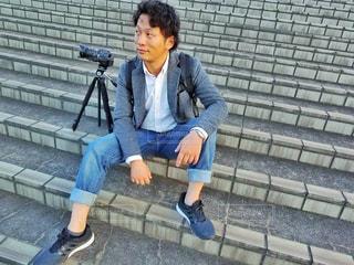 ベンチに座っている男性の写真・画像素材[785602]
