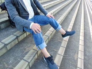 ベンチに座っている女性の写真・画像素材[785607]