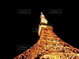 クロック タワーは夜ライトアップの写真・画像素材[904923]