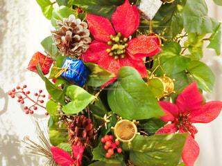 テーブルの上の花の花瓶の写真・画像素材[928974]