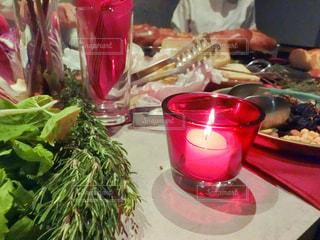 テーブルの上に食べ物の写真・画像素材[935480]