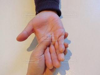 手を持っている手 - No.943266