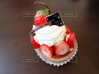 テーブルの上のケーキの一部の写真・画像素材[946080]