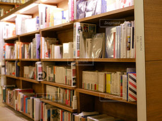 本棚は本でいっぱいの写真・画像素材[967608]