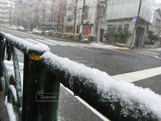 雪が道を覆われています。 - No.971425