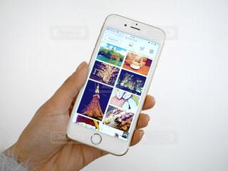 携帯電話を持つ手の写真・画像素材[975668]