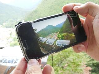 携帯電話を持つ手の写真・画像素材[978342]