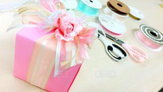 テーブルの上のプレゼント - No.980522