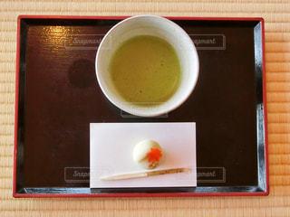 テーブルの上のコーヒー カップの写真・画像素材[981345]