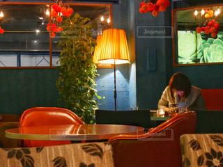テーブルに着席した人の写真・画像素材[986388]