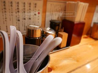 テーブルの上のコーヒー カップの写真・画像素材[1009516]