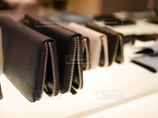 お財布の店頭のディスプレイケースの写真・画像素材[1009720]