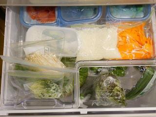 食品の入ったプラスチック容器 - No.1013369
