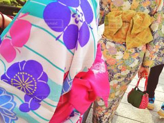 着物を着ている女性2人の後ろ姿の写真・画像素材[1125014]