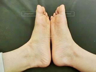 近くの足のアップの写真・画像素材[1127284]