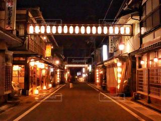 夜の街の景色の写真・画像素材[1133734]