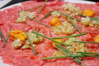 ピザのスライスを皿の料理の写真・画像素材[1376605]