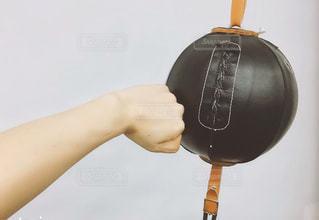 キックボクシングジムでパンチの写真・画像素材[1396861]