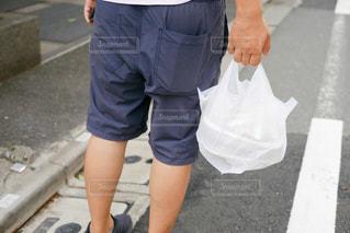 歩道上の男性の写真・画像素材[1436952]