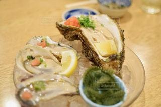 テーブルの上に牡蠣の写真・画像素材[1441089]
