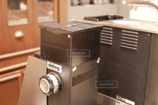 カウンター上のマシンの写真・画像素材[1504896]