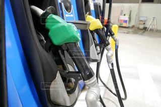 近くにガソリンスタンドで給油のアップの写真・画像素材[1521419]