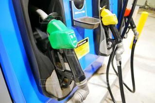 ガソリンスタンドで給油の写真・画像素材[1521421]