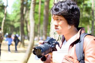 カメラを持っている男性の写真・画像素材[1549042]
