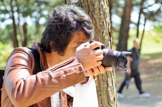 カメラを持っている男性の写真・画像素材[1549043]