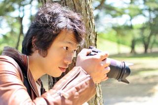 カメラを保持している男性の写真・画像素材[1549044]