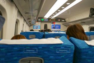新幹線にいる人々 のグループの写真・画像素材[1550626]