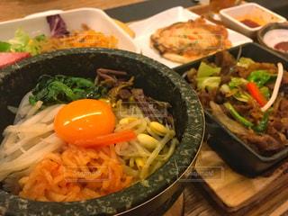 韓国料理店で石焼ビビンバセットの写真・画像素材[1591400]