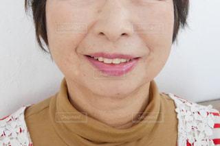 近くの女性のアップの写真・画像素材[1630535]