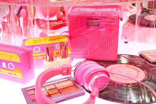 テーブルの上のピンクの箱の写真・画像素材[1654846]