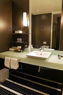 ホテルの洗面台の写真・画像素材[1659892]