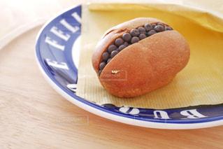 皿の上のパンの写真・画像素材[1669506]
