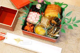 テーブルの上にあるおせち料理の写真・画像素材[1694614]